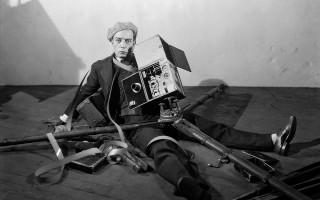 'Metro-Goldwyn-Mayer-Pictures',-foto-fija-de-El-Cameraman-(1928)